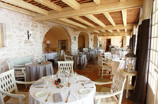 Abbaye de sainte croix salon de provence dans les for Abbaye sainte croix salon