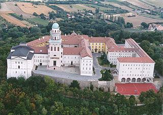 Abbaye bénédictine millénaire de Pannonhalma et son environnement naturel